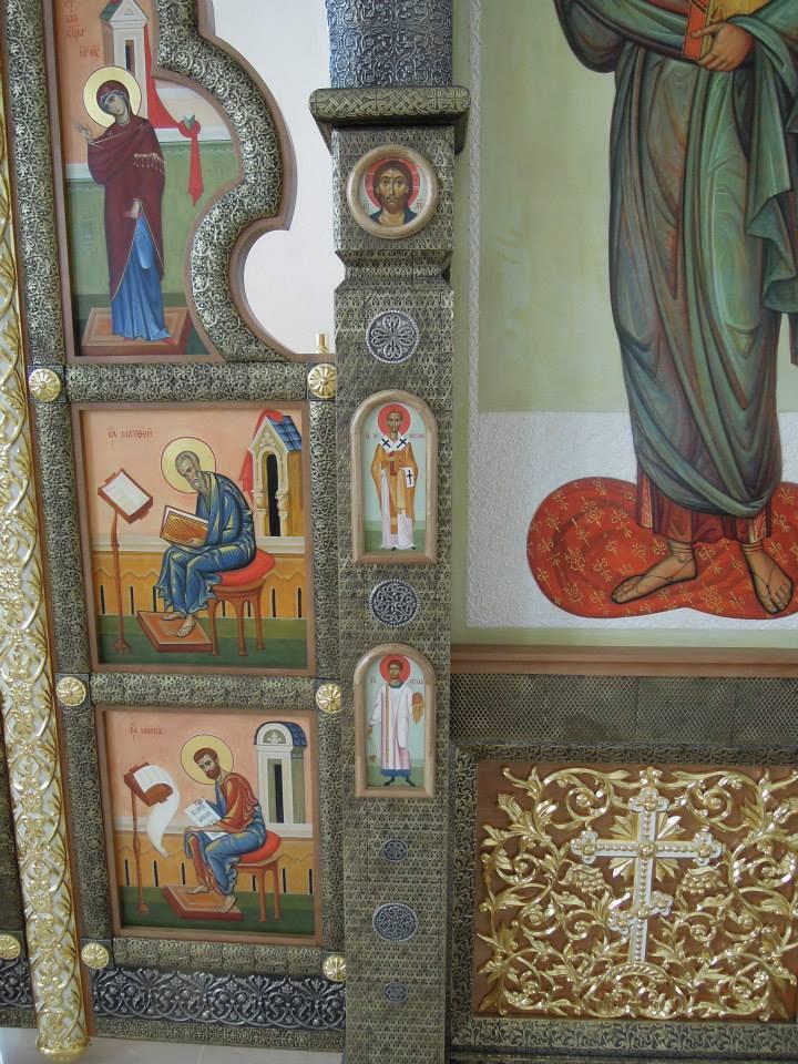 Установлены иконостасы в храме прп. Сергия в Тарасово